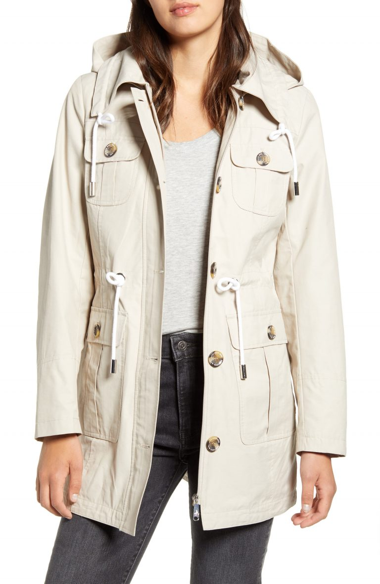 Read more about the article The perfect lightweight women trench coat